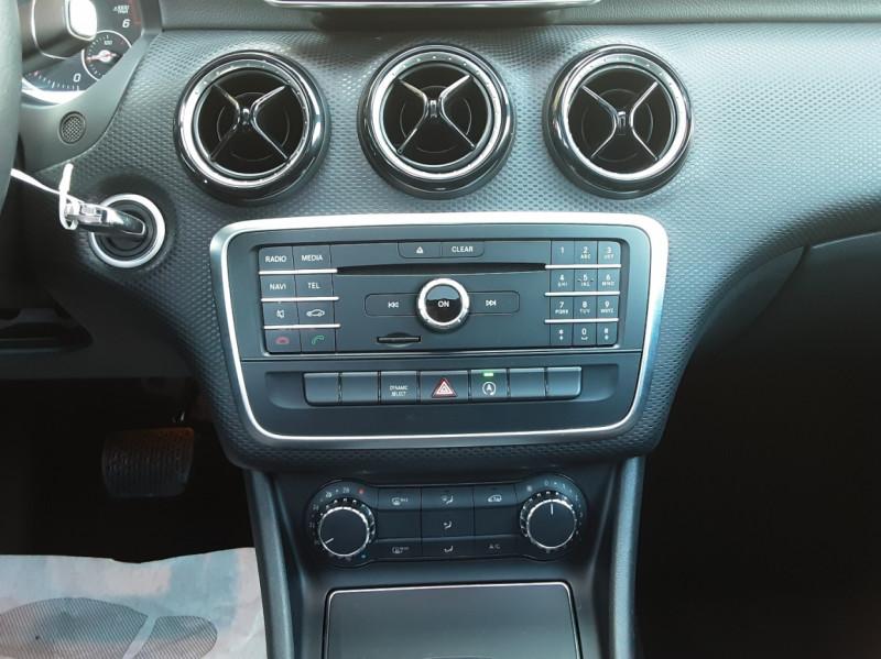 Photo 41 de l'offre de MERCEDES-BENZ CLASSE A 180 d 7G-DCT Business Edition à 17700€ chez Centrale Auto Marché Mussidan
