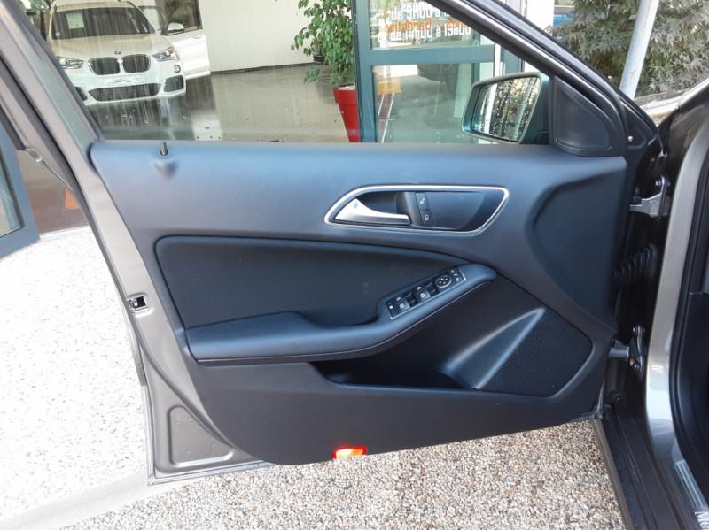 Photo 25 de l'offre de MERCEDES-BENZ CLASSE A 180 d 7G-DCT Business Edition à 17700€ chez Centrale Auto Marché Mussidan