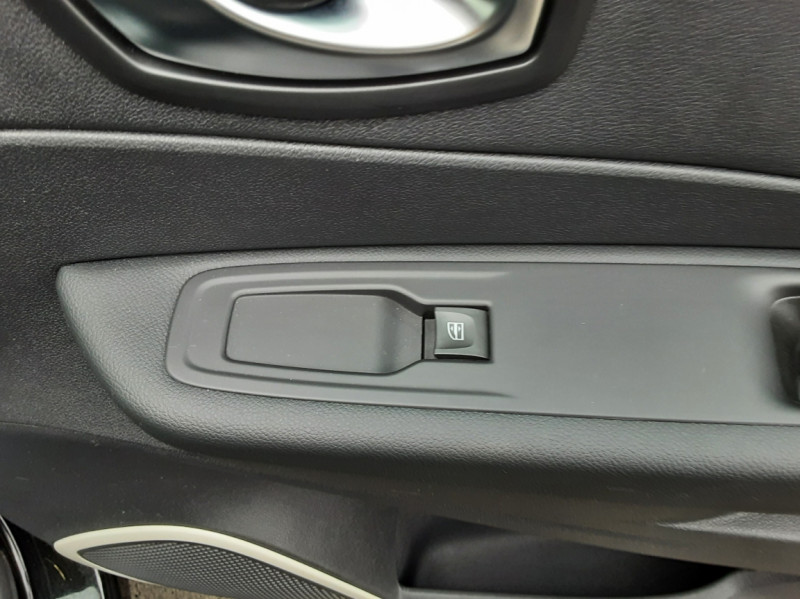 Photo 33 de l'offre de RENAULT CAPTUR dCi 90 E6C Business à 14500€ chez Centrale Auto Marché Mussidan