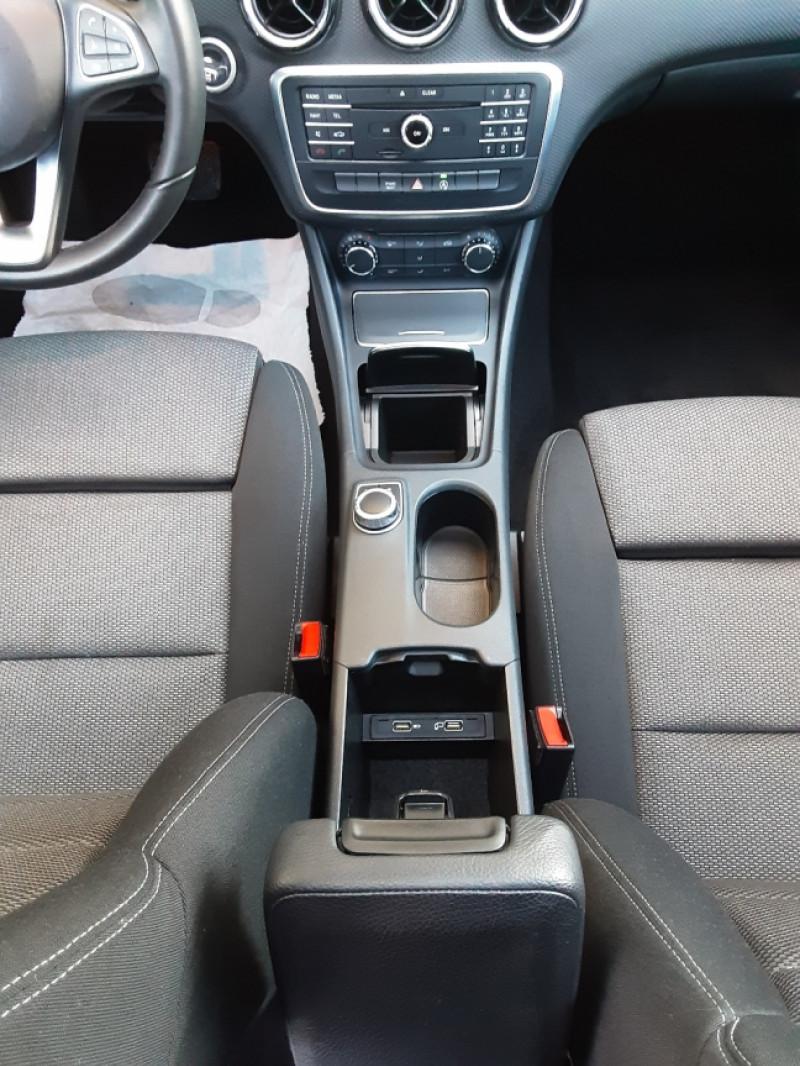 Photo 37 de l'offre de MERCEDES-BENZ CLASSE A 180 d 7G-DCT Business Edition à 17700€ chez Centrale Auto Marché Mussidan