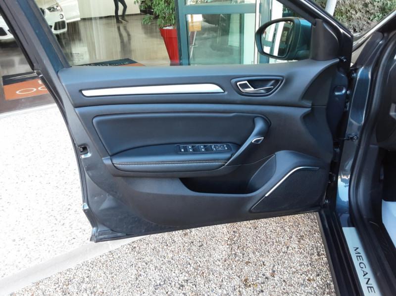 Photo 15 de l'offre de RENAULT MEGANE Mégane IV Berline dCi 110 Energy Intens à 13490€ chez Centrale Auto Marché Mussidan