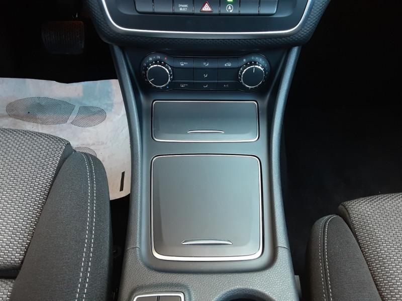 Photo 40 de l'offre de MERCEDES-BENZ CLASSE A 180 d 7G-DCT Business Edition à 17700€ chez Centrale Auto Marché Mussidan