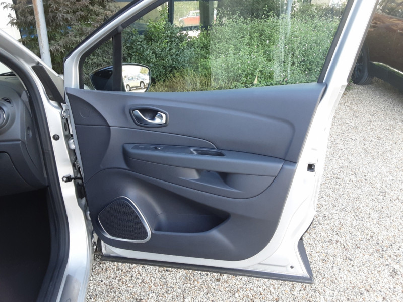 Photo 26 de l'offre de RENAULT CAPTUR Captur TCe 90 Zen à 13990€ chez Centrale Auto Marché Mussidan