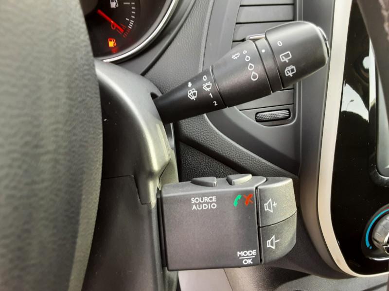 Photo 44 de l'offre de RENAULT CAPTUR dCi 90 Energy Business  à 11900€ chez Centrale Auto Marché Mussidan