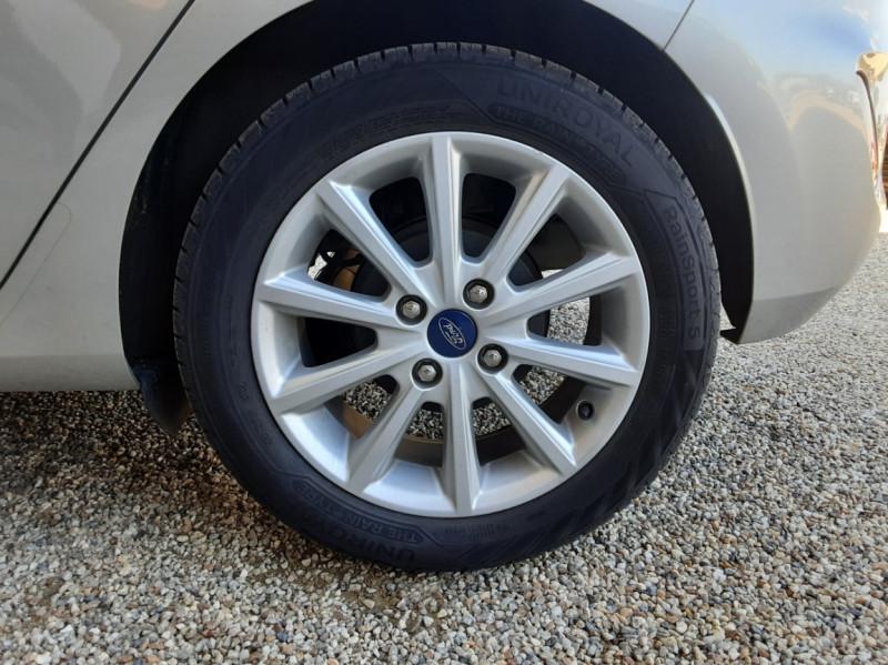 Photo 48 de l'offre de FORD FIESTA 1.5 85 CH SetS BVM6 TITANIUM à 13800€ chez Centrale Auto Marché Mussidan