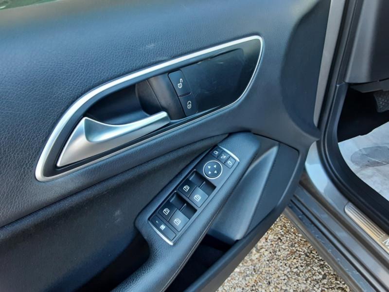 Photo 17 de l'offre de MERCEDES-BENZ CLASSE A 180 d 7G-DCT Business Edition à 17700€ chez Centrale Auto Marché Mussidan