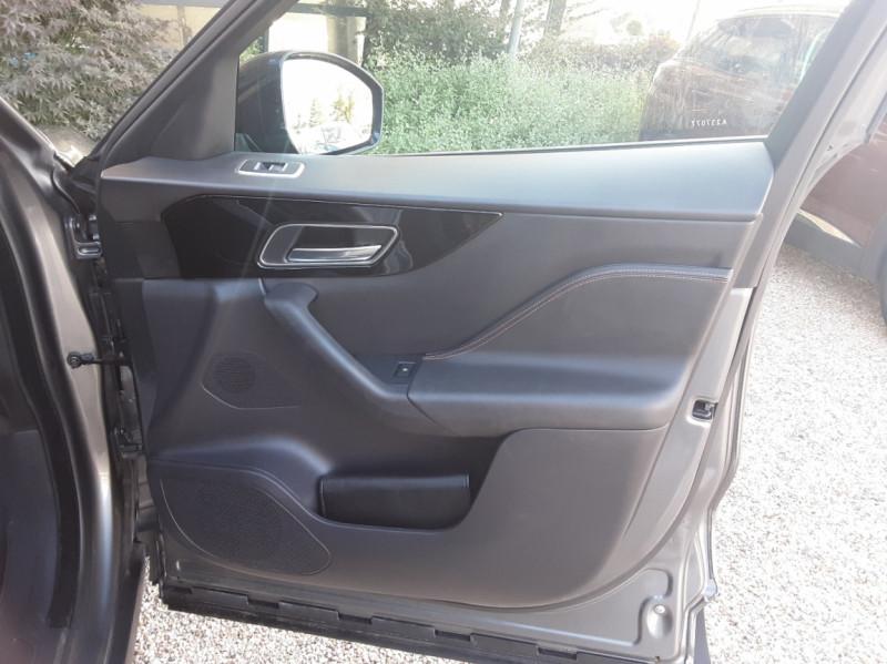 Photo 25 de l'offre de JAGUAR F-PACE 2.0 D - 180 ch AWD BVA8 Prestige à 28490€ chez Centrale Auto Marché Mussidan