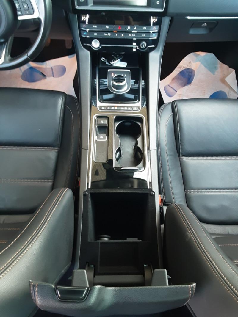 Photo 40 de l'offre de JAGUAR F-PACE 2.0 D - 180 ch AWD BVA8 Prestige à 28490€ chez Centrale Auto Marché Mussidan