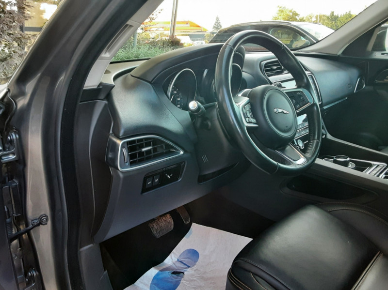 Photo 42 de l'offre de JAGUAR F-PACE 2.0 D - 180 ch AWD BVA8 Prestige à 28490€ chez Centrale Auto Marché Mussidan