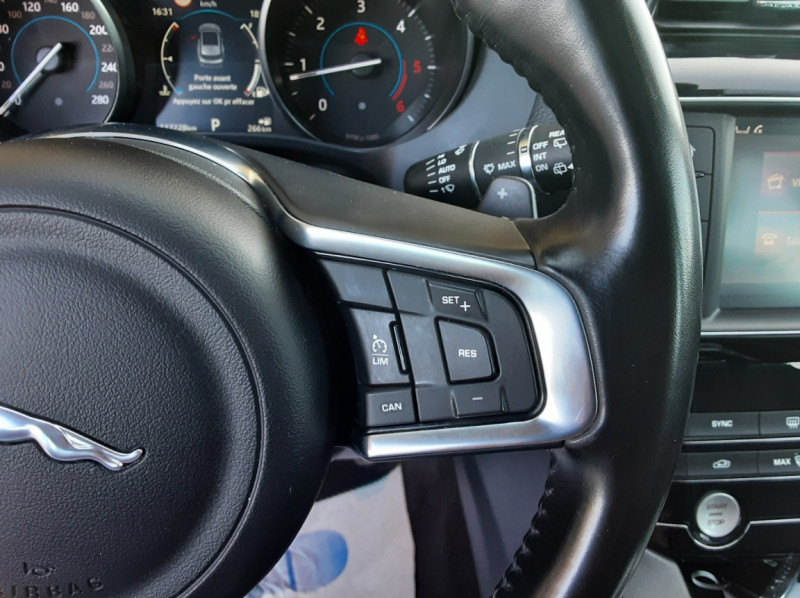 Photo 44 de l'offre de JAGUAR F-PACE 2.0 D - 180 ch AWD BVA8 Prestige à 28490€ chez Centrale Auto Marché Mussidan
