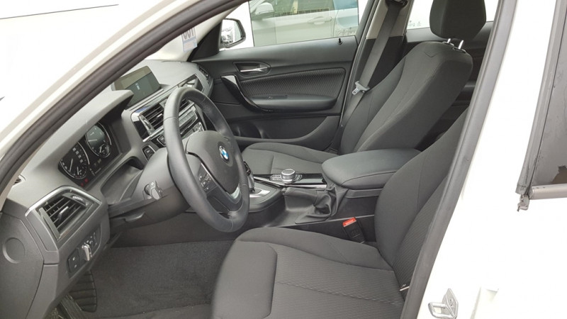 Photo 5 de l'offre de BMW SERIE 1 (F21/F20) 118DA 150CH LOUNGE 5P EURO6C à 20490€ chez Sevestre Automobiles Nantes