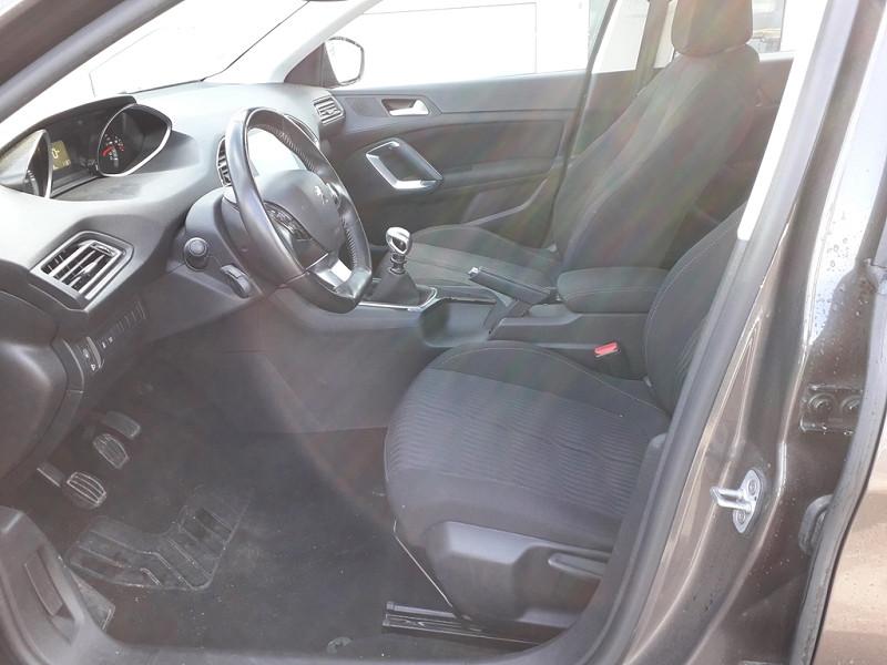Photo 5 de l'offre de PEUGEOT 308 1.6 BLUEHDI 120CH ACTIVE S&S 5P à 12490€ chez Sevestre Automobiles Nantes