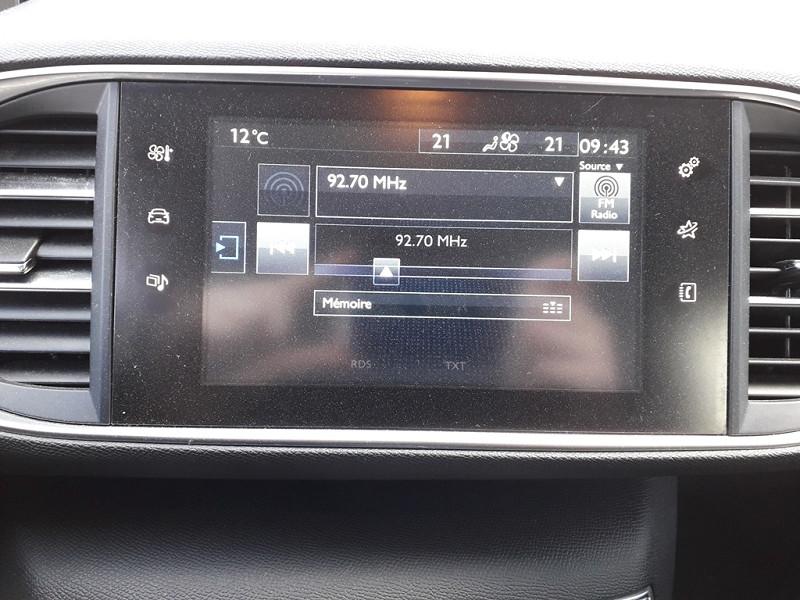Photo 8 de l'offre de PEUGEOT 308 1.6 BLUEHDI 120CH ACTIVE S&S 5P à 12490€ chez Sevestre Automobiles Nantes