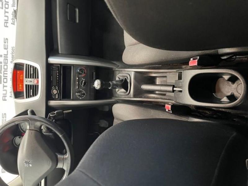 Photo 10 de l'offre de PEUGEOT 207 1.4 HDI70 PREMIUM 5P à 4690€ chez BZH Automobiles