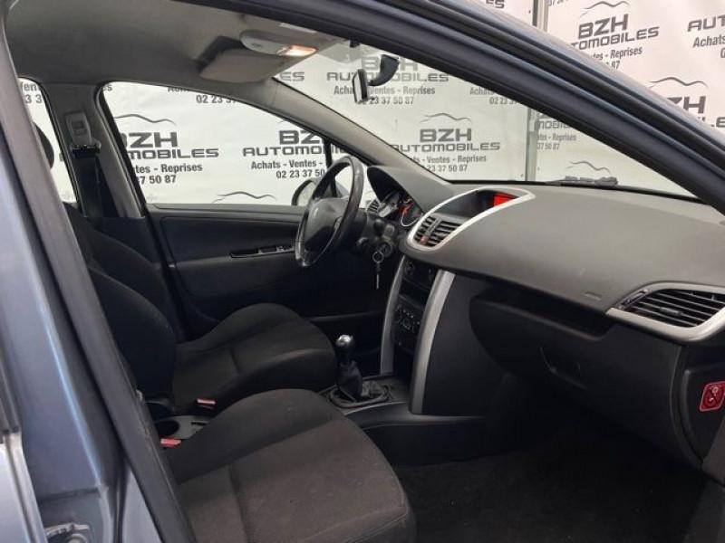 Photo 5 de l'offre de PEUGEOT 207 1.4 HDI70 PREMIUM 5P à 4690€ chez BZH Automobiles