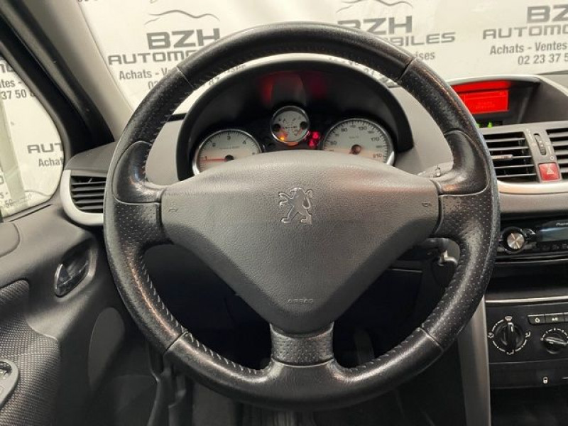 Photo 11 de l'offre de PEUGEOT 207 1.4 HDI70 PREMIUM 5P à 4690€ chez BZH Automobiles