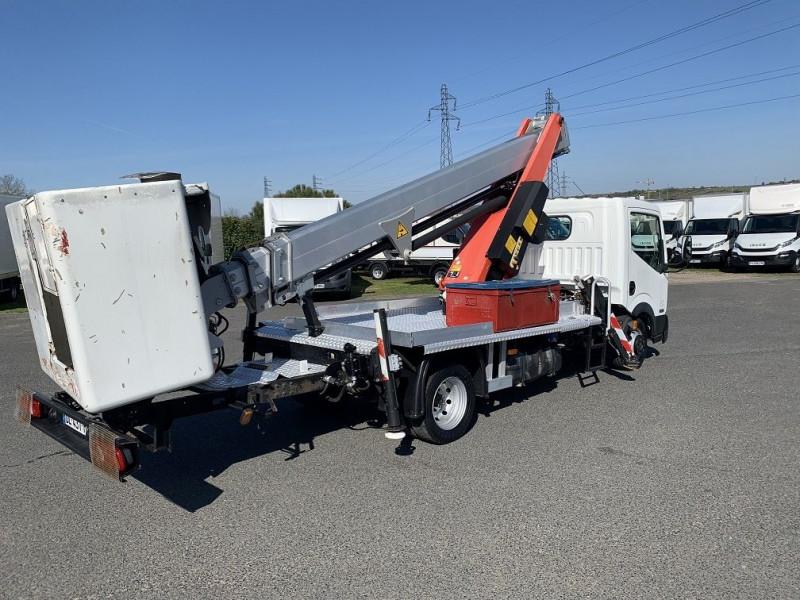 Photo 4 de l'offre de NISSAN CABSTAR NACELLE 17M 2.5 DCI 110 à 29760€ chez L'utilitaire Normand
