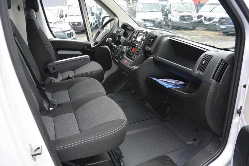 Photo 3 de l'offre de FIAT DUCATO FG 3.5 MAXI LH2 2.3 MULTIJET 140CH PRO LOUNGE à 29988€ chez Bretagne Utilitaires