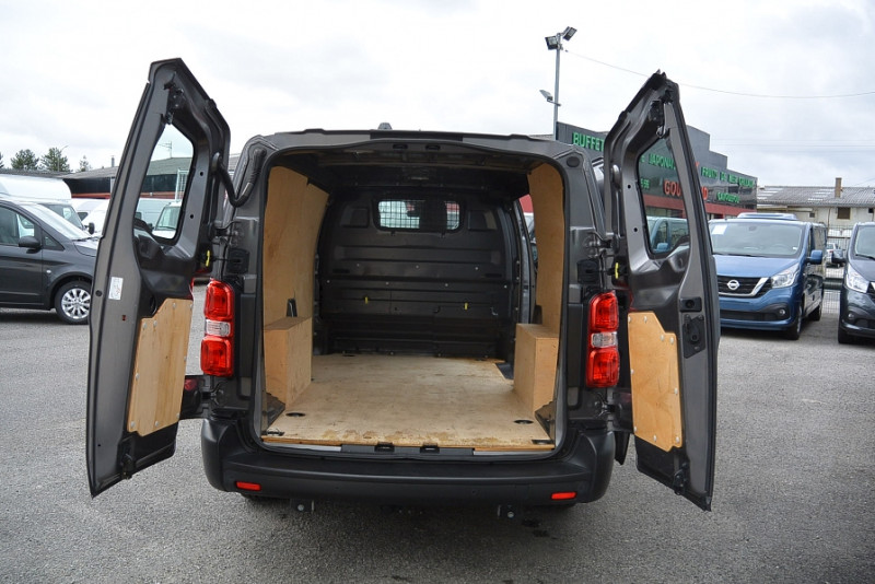 Photo 4 de l'offre de CITROEN JUMPY XL 2.0 BLUEHDI 120CH CLUB S&S + OPTIONS à 20940€ chez Bretagne Utilitaires