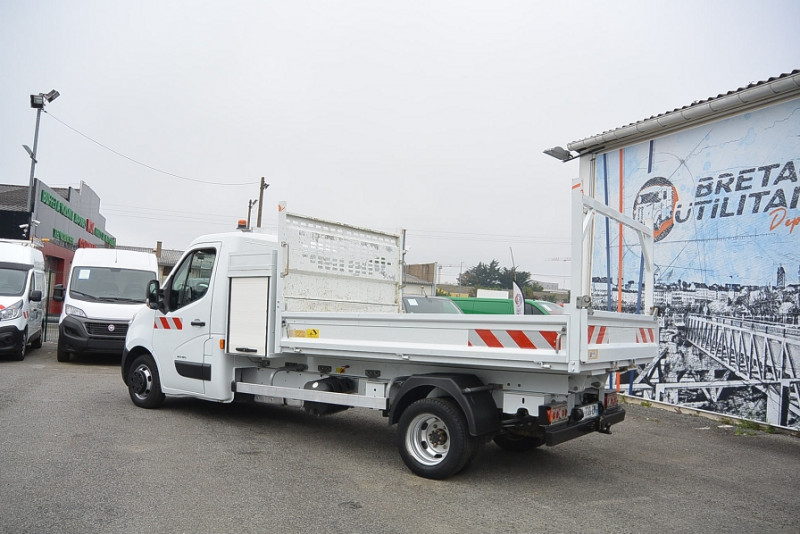 Photo 3 de l'offre de RENAULT MASTER BENNE R3500RJ L3 2.3 DCI 150CH + COFFRE GRAND CONFORT à 21480€ chez Bretagne Utilitaires