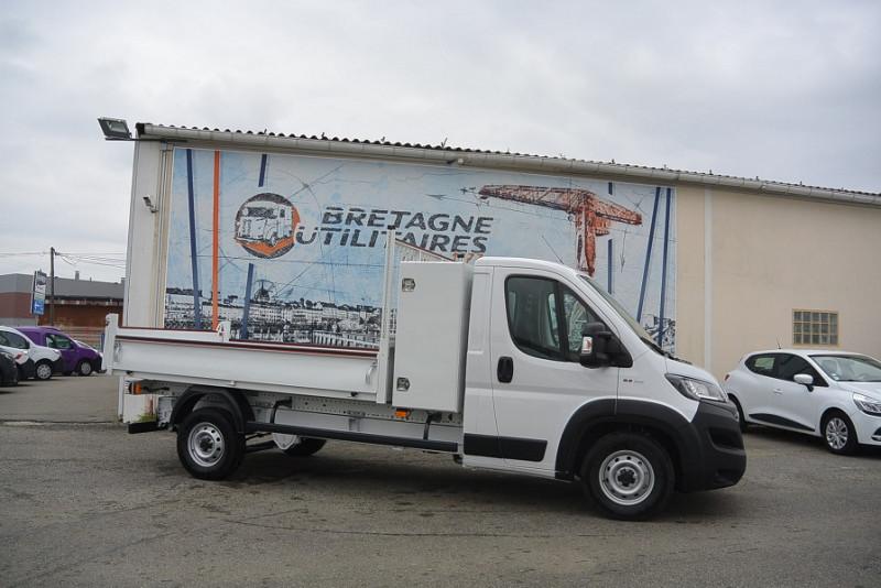 Photo 5 de l'offre de FIAT DUCATO BENNE + COFFRE JPM 3.5 MAXI L 2.3 140CV PRO LOUNGE + OPTIONS à 32388€ chez Bretagne Utilitaires
