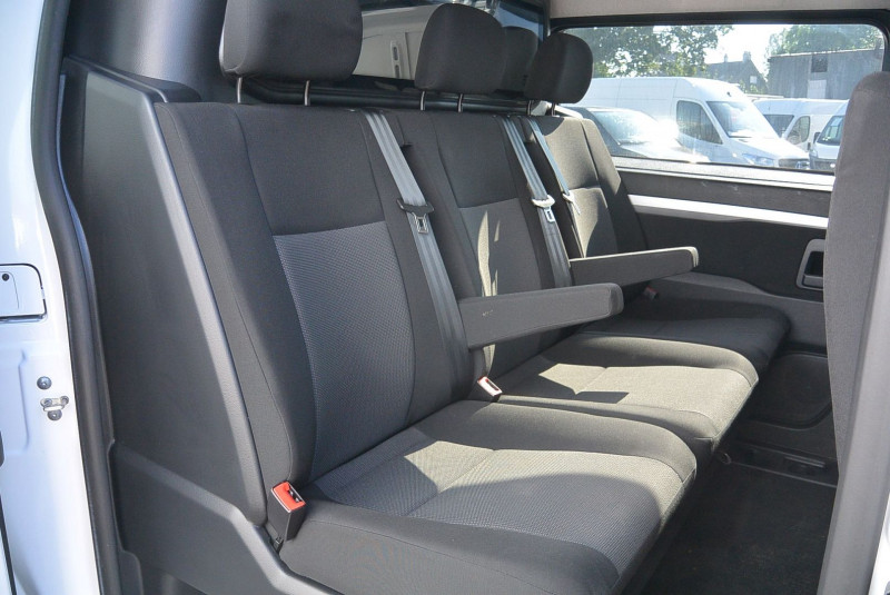 Photo 6 de l'offre de PEUGEOT EXPERT CAB APPRO 6 PLACES STANDARD 2.0 BLUEHDI 120 CV PREMIUM à 20940€ chez Bretagne Utilitaires