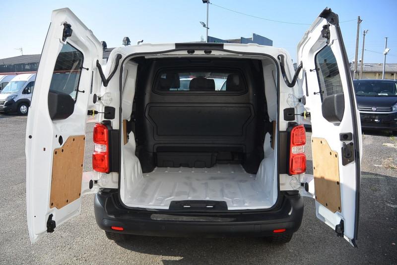 Photo 7 de l'offre de PEUGEOT EXPERT CAB APPRO 6 PLACES STANDARD 2.0 BLUEHDI 120 CV PREMIUM à 20940€ chez Bretagne Utilitaires