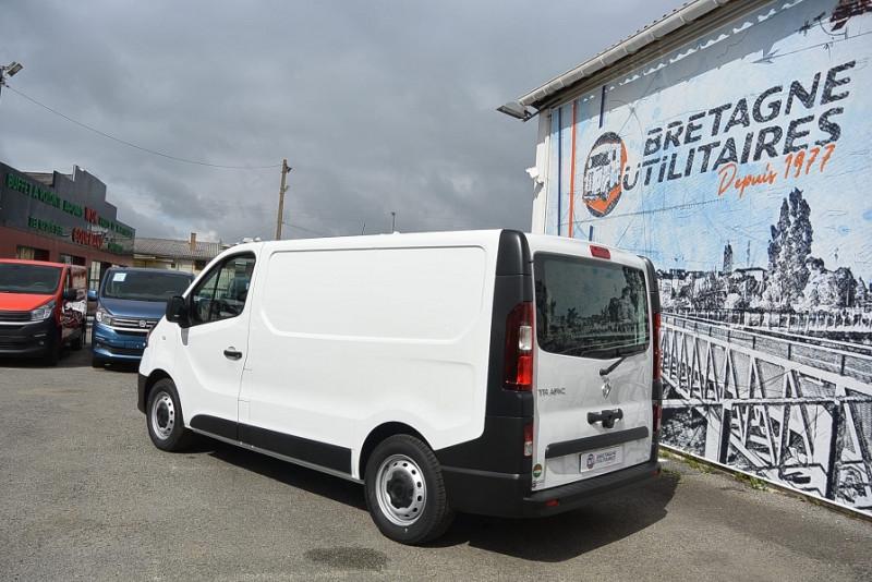 Photo 6 de l'offre de RENAULT TRAFIC VAN LOISIRS L1H1 2.0 DCI 120CH GRAND CONFORT + HAYON à 35490€ chez Bretagne Utilitaires