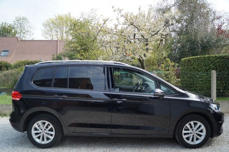 Photo 2 de l'offre de VOLKSWAGEN TOURAN 1.6 TDI 115CH BLUEMOTION TECHNOLOGY FAP CONFORTLINE BUSINESS DSG7 5 PLACES à 18890€ chez Visiteauto.fr