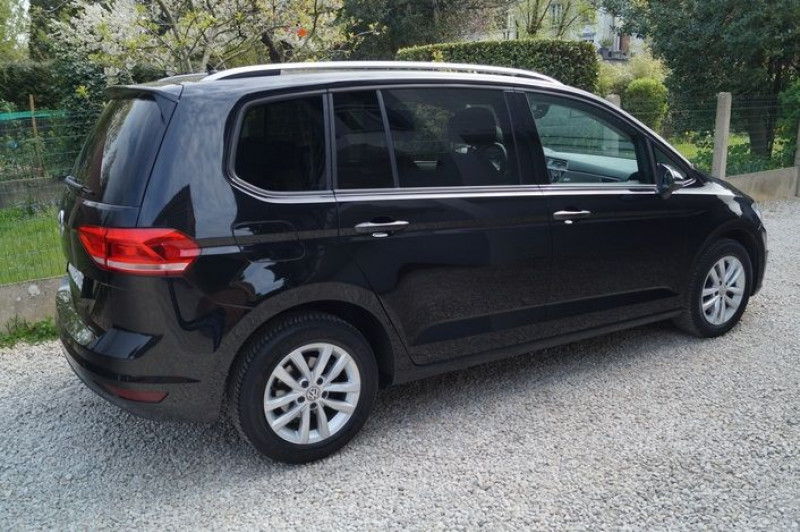 Photo 3 de l'offre de VOLKSWAGEN TOURAN 1.6 TDI 115CH BLUEMOTION TECHNOLOGY FAP CONFORTLINE BUSINESS DSG7 5 PLACES à 18890€ chez Visiteauto.fr