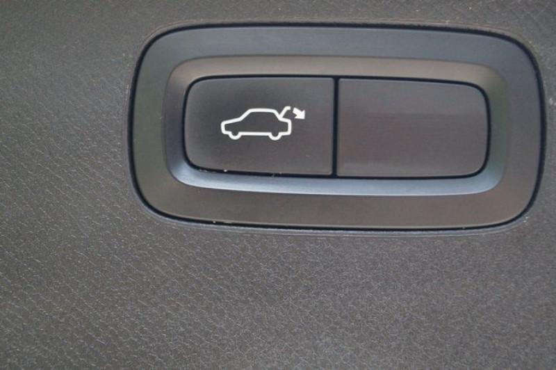 Photo 16 de l'offre de VOLVO XC90 D5 ADBLUE AWD 235CH MOMENTUM GEARTRONIC 7 PLACES à 35990€ chez Visiteauto.fr