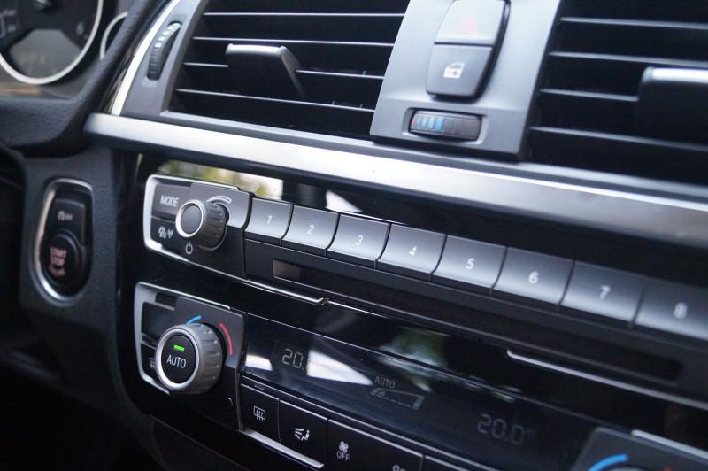 Photo 16 de l'offre de BMW SERIE 3 TOURING (F31) 318D 150CH BUSINESS DESIGN à 21990€ chez Visiteauto.fr