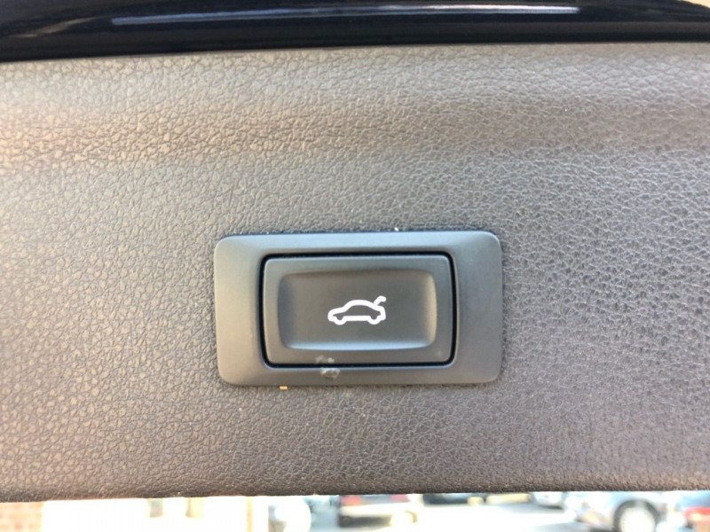 Photo 16 de l'offre de AUDI Q3 2.0 TDI 150 CH ULTRA BUSINESS LINE à 23650€ chez auto-direct.fr