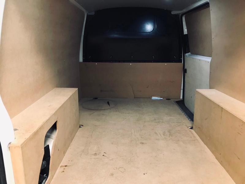 Photo 14 de l'offre de VOLKSWAGEN Transporter Fg 2.8T L1H1 2.0 TDI 102ch Business Line à 19490€ chez ADO - Auto Distribution Occitane - Toulouse
