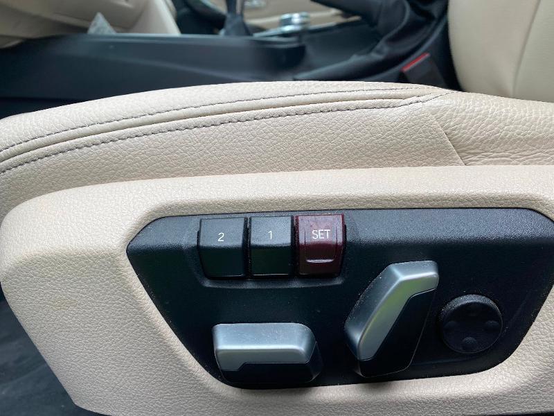 Photo 13 de l'offre de BMW Serie 3 318i 136ch Luxury à 20990€ chez ADO - Auto Distribution Occitane - Toulouse