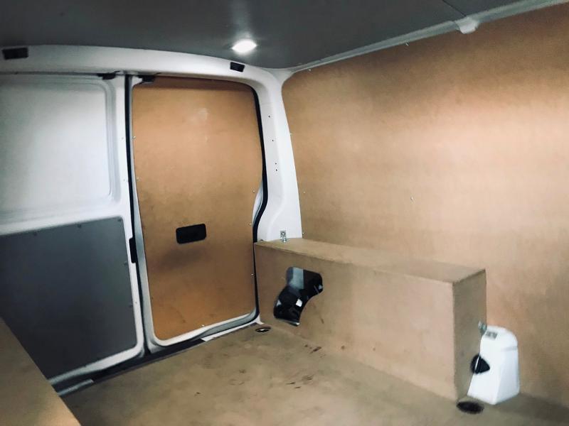 Photo 6 de l'offre de VOLKSWAGEN Transporter Fg 2.8T L1H1 2.0 TDI 102ch Business Line à 20990€ chez ADO - Auto Distribution Occitane - Toulouse