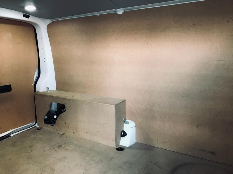 Photo 5 de l'offre de VOLKSWAGEN Transporter Fg 2.8T L1H1 2.0 TDI 102ch Business Line à 20990€ chez ADO - Auto Distribution Occitane - Toulouse