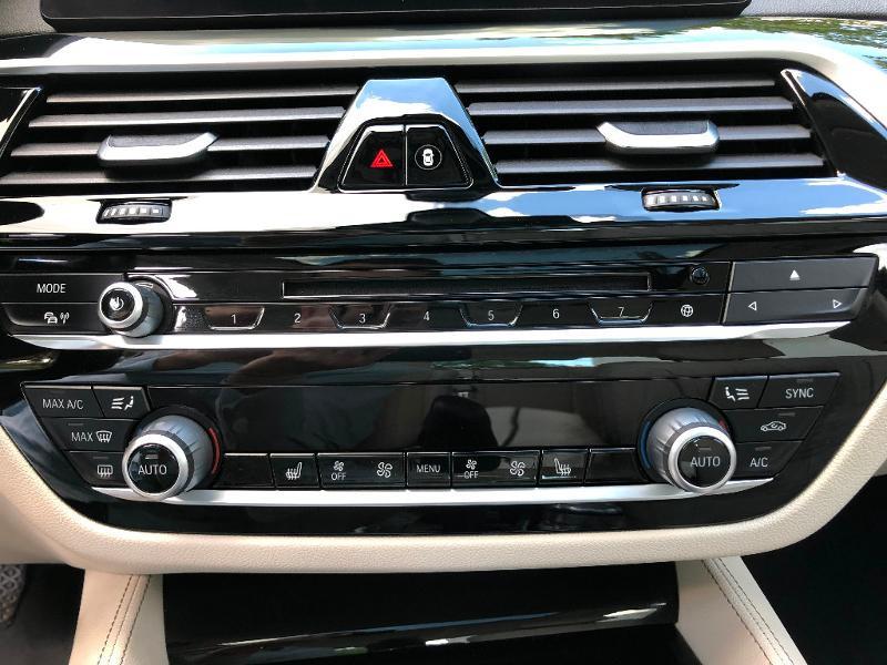 Photo 13 de l'offre de BMW Serie 5 530dA 265ch Luxury Steptronic à 34990€ chez ADO - Auto Distribution Occitane - Toulouse