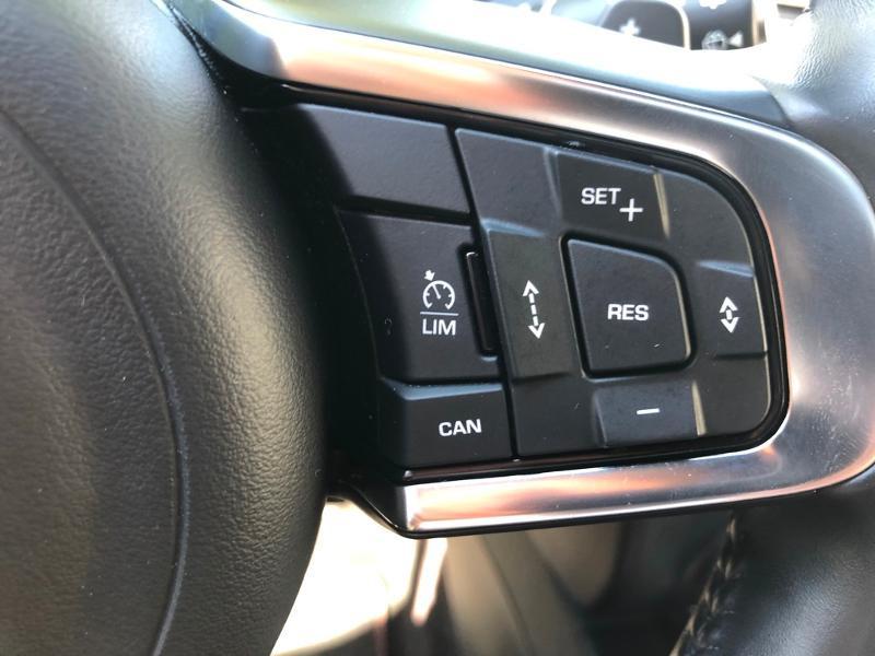 Photo 22 de l'offre de JAGUAR E-Pace 2.0D 180ch R-Dynamic Première Edition AWD BVA9 à 33990€ chez ADO - Auto Distribution Occitane - Toulouse