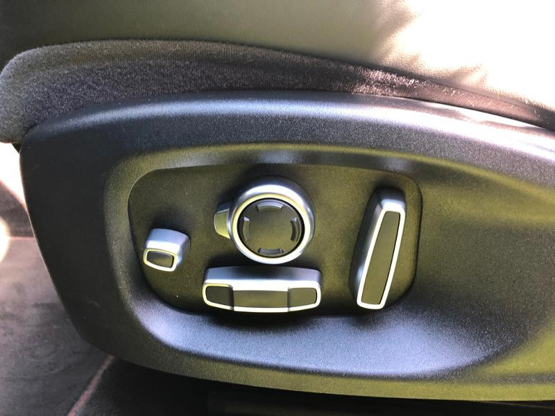 Photo 18 de l'offre de JAGUAR E-Pace 2.0D 180ch R-Dynamic Première Edition AWD BVA9 à 33990€ chez ADO - Auto Distribution Occitane - Toulouse