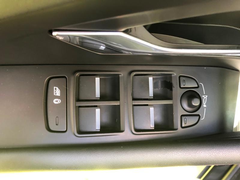Photo 19 de l'offre de JAGUAR E-Pace 2.0D 180ch R-Dynamic Première Edition AWD BVA9 à 33990€ chez ADO - Auto Distribution Occitane - Toulouse