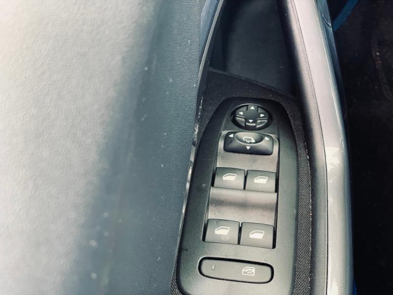 Photo 18 de l'offre de PEUGEOT 2008 Style 82 clim bluetooth radar ar garantie 12 mois à 11978€ chez Groupe Soriano
