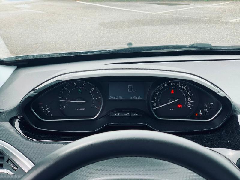 Photo 12 de l'offre de PEUGEOT 2008 Style 82 clim bluetooth radar ar garantie 12 mois à 11978€ chez Groupe Soriano