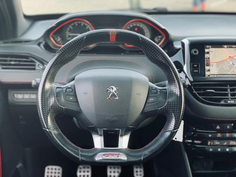 Photo 6 de l'offre de PEUGEOT 208 THP 208 GTi gps camera toit pano garantie 1 an à 17890€ chez Groupe Soriano