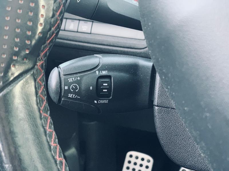 Photo 17 de l'offre de PEUGEOT 208 THP 208 GTi gps camera toit pano garantie 1 an à 17890€ chez Groupe Soriano