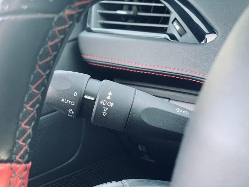 Photo 18 de l'offre de PEUGEOT 208 THP 208 GTi gps camera toit pano garantie 1 an à 17890€ chez Groupe Soriano