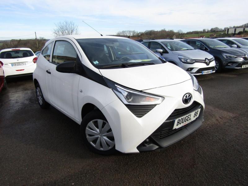 Toyota AYGO III 1.0 VVT-I 72 CV ESSENCE X-TREND DIRECTION ASSISTÉE VT BANQUETTE ARR RABATTABLE Essence BLANC CRISTAL Occasion à vendre