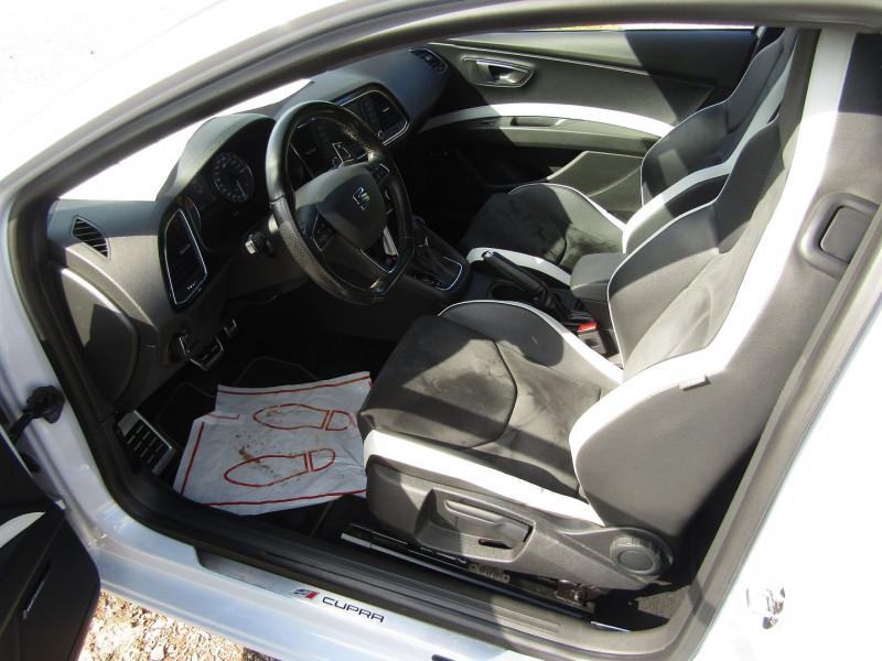 Photo 8 de l'offre de SEAT LEON III 2L TSI CUPRA GPS  290 CV  FULL LED MANOMETRES MP3 USB JA 18 BOITE DSG + PALETTES à 26500€ chez Bougel transactions