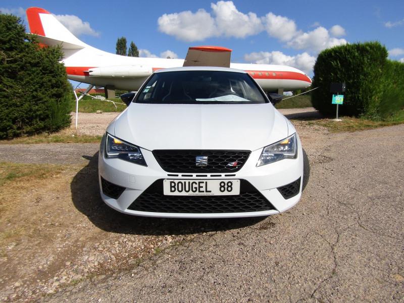 Photo 2 de l'offre de SEAT LEON III 2L TSI CUPRA GPS  290 CV  FULL LED MANOMETRES MP3 USB JA 18 BOITE DSG + PALETTES à 26500€ chez Bougel transactions
