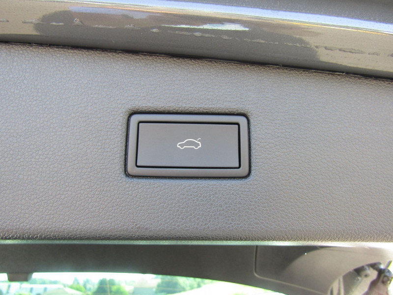 Photo 9 de l'offre de VOLKSWAGEN TIGUAN 4 2L TDI 150 CV R-LINE GPS 3D CAMÉRA 360° FULL LED MATRIX TOIT PANO BOITE AUTO DSG à 43500€ chez Bougel transactions